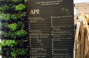 Our herb wall combines a variety of small potted fragrant herbs (chilis, basil, red basil, thyme, marjoram, oregano, pineapple mint, chocolate mint, vietnamese mint) - You can choose your favourites!